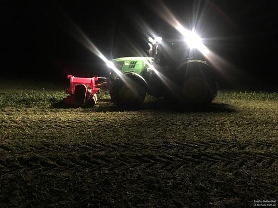 0:30 Uhr in Deutschland - Der Rasenmäher läuft