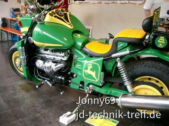 John Deere V8